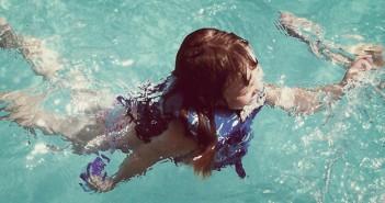kinderen moeten leren zwemmen